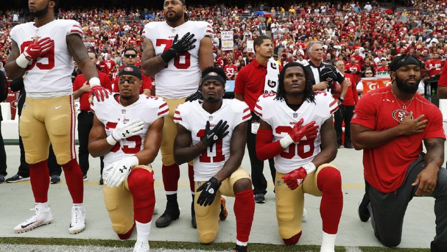 49ers+kneel+in+reverence+and+protest.