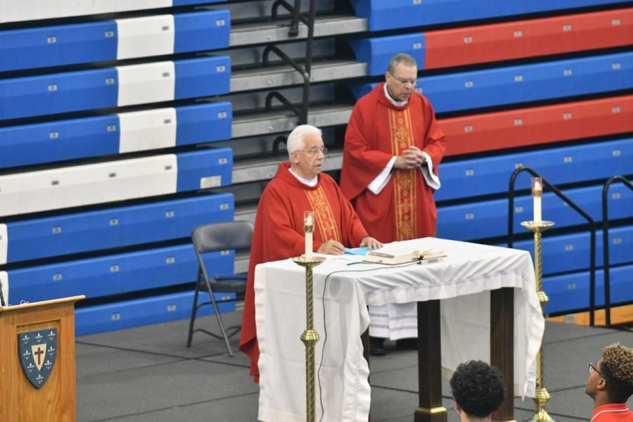 Father+James+and+Father+Damian+celebrate+opening+school+mass%2C+emphasizing+DeMatha%27s+%22Faith-Filled%22+community.
