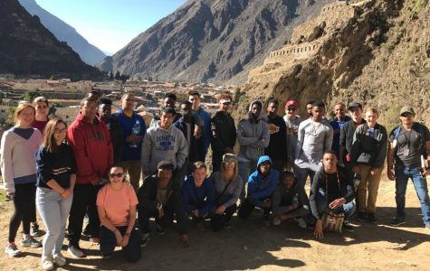 Above, the DeMatha students tour the sites of Perú with Mrs. Karl during the summer.